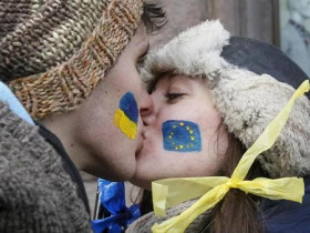 2013-11-29T195424Z_2_CBRE9AS170900_RTROPTP_2_UKRAINE-EU