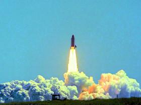 TDRS_1_STS_6_Launch-cmjn-e1386432623262