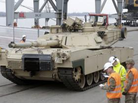 us-tanks-latvia-arrive.si