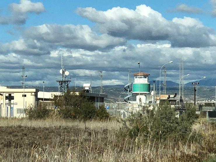 Кипр: военные базы, лагеря беженцев и туристы.