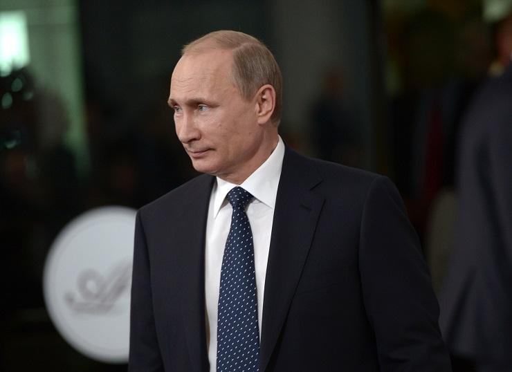 Ein Mann steht dem Vormarsch der NATO nach Moskau im Weg