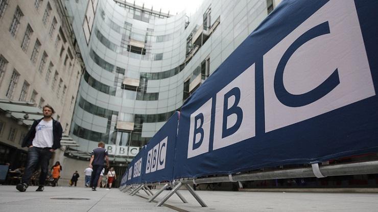 Kontrollieren Putin, Bertelsmann, BBC oder Mickey Mouse Ihre Herzen und Köpfe?