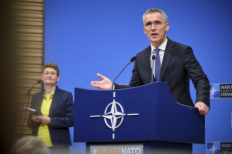 Jens Stoltenberg von der NATO denkt, dass wir alle Idioten sind